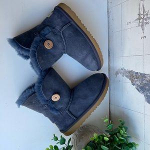 Ugg🍁🍂Bailey button navy winter boots Sz 1